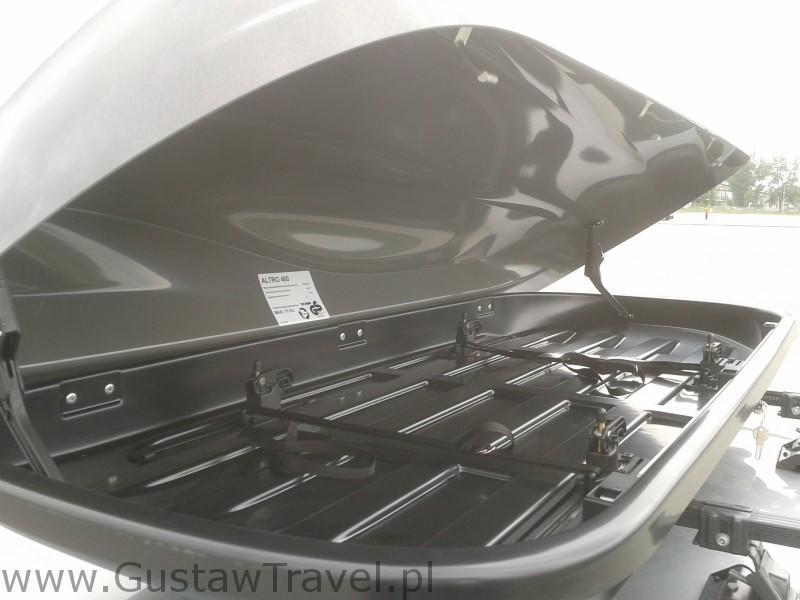 jak wygląda w środku bagażnik samochodowy altro 460